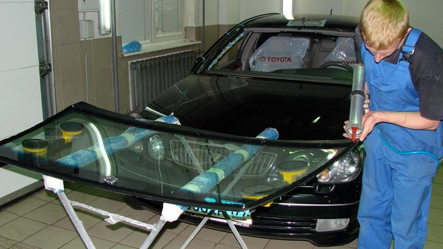 Замена и установка лобовых стекол: быстро и безопасно